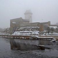 Замок Германа скозь туман. :: Наталья Левина