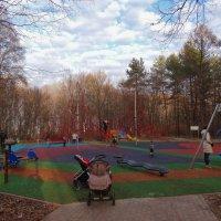 Новая детская площадка :: Светлана Лысенко
