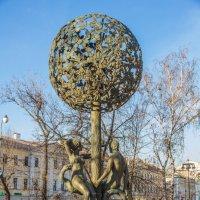 Скульптура Адам и Ева у метро Новокузнецкая :: Дмитрий Сушкин