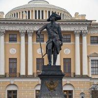 Памятник ПавлуI в Павловске. :: Владимир Питерский