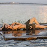 На озере :: Марина Лощенко