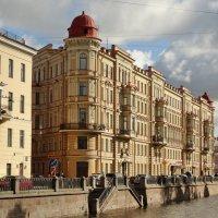Красивый дом. :: Владимир Гилясев