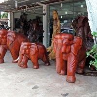 Лаос. Вьентьян. Мастерская деревянной скульптуры :: Владимир Шибинский