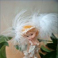 Ангелочек в листьях пиона :: Нина Корешкова