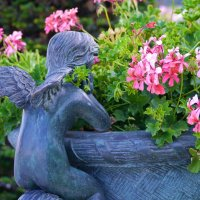 ангел с цветами :: Андрей Козлов