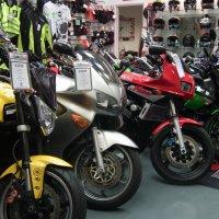 В магазине мотоциклов :: Natalia Harries