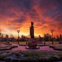 памятник святой великомученицы Варвары 4.10.2014г. :: Юрий Лобачев