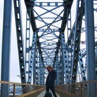Прогулка по мосту :: Елена Киричек