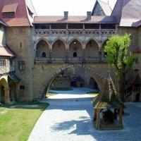 Замок Кройценштайн (дворик). Австрия :: Светлана Двуреченская