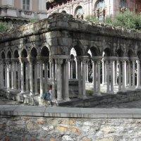 Колоннада церкви San Andrea в Генуе :: Tata Wolf