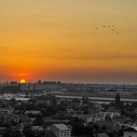 Закат над городом 3 :: Александр Хорошилов