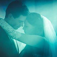 Настоящая любовь живет в сердце, отражается в глазах и проявляется в поступках. :: Денис Усков