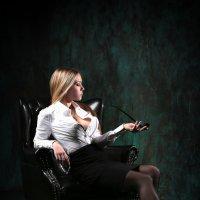 Девушка с трубкой :: Михаил Кучеров