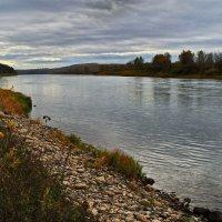 Осенняя река.Дождь. :: Владимир Михайлович Дадочкин