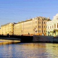 Утро. Река Фонтанка.АБДТ. :: Владимир Гилясев