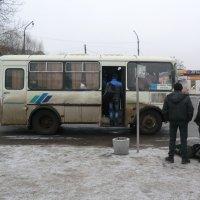Пятница на автовокзале... :: Владимир Павлов
