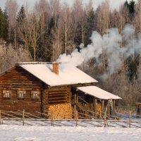 Дымок над крышей :: Валерий Талашов