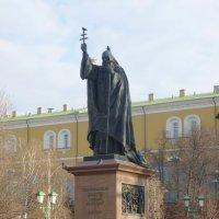 В Александровском саду установлен памятник Св. Гермогену :: Galina Leskova