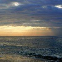 Рассвет в Средиземном море :: Елена Шемякина