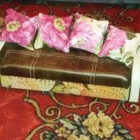 Работа моего брата для его дочери на новый год. Миниатюрный диван раскладной и 2 кресла с падушками :: Светлана Фесенко