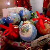 Новогодние игрушки свечи и хлопушки :: Наталья Джикидзе (Берёзина)