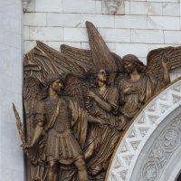 Архангел Михаил, горельеф над центральным порталом южного фасада храма Христа Спасителя :: Galina Leskova