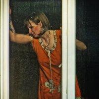 Девушка в окне. :: Владимир Нефедов