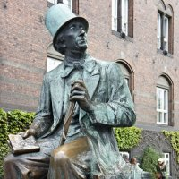 Дания. Копенгаген. Памятник Андерсену, смотрящему в сторону Тиволи :: Елена Павлова (Смолова)