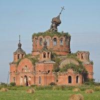 Храм среди поля... :: Андрей Синицын