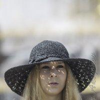 Девушка в шляпе :: Александр Аксёнов