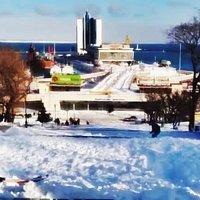 зимние забавы на Потемкинской :: Александр Корчемный