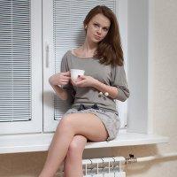 Красотка с чашкой кофе :: Анатолий Тимофеев