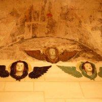 Изразцы северной стены  внутри пещеры Гроба Господня :: Galina Leskova