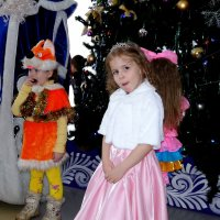 Успевают конфеты поедать,пока очередь дойдет С Дедом Морозом сниматься! :: Елизавета Успенская