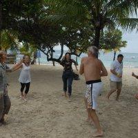 Зимние танцы у тёплого Карибского моря. :: Владимир Смольников
