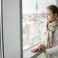 девочка у окна :: Иван Ткаченко