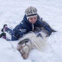 Поваляться в снегу... :: Лариса Батурова