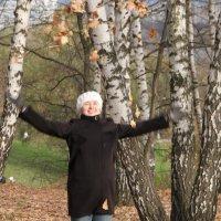 Рукотворный листопад :: Виктор Горшков