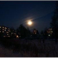 На небе ухмыляется луна... :: Любовь Чунарёва