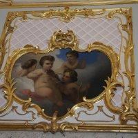 Розовая гостиная. Наддверная композиция «Амуры в облаках», XIX век :: Елена Павлова (Смолова)
