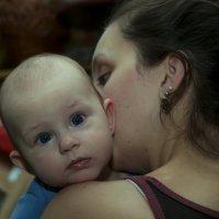 Мама рядом. :: Сергей Глотов