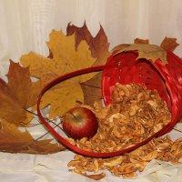 Натюрморт с сушеными яблоками... :: Tatiana Markova