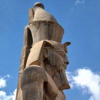 Монумент в Луксоре :: Евгений Печенин