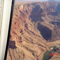 Полет над Гранд-Каньоном. Окно вертолета. :: Владимир Смольников