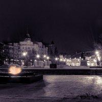 Челябинск. Вечный огонь ночью :: Марк Э
