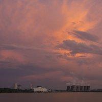 Мирный атом в термоядерном закате. :: Юрий Клишин