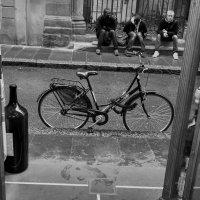 "Трое на ""завалинке"" и велосипед.. :: Марина Волкова"