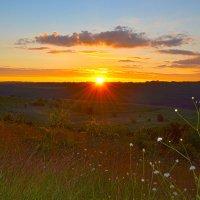 Восход над холмами :: Nina Streapan