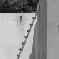 А раньше лет 50 назад арабские шейхи поднимались на верх по таким лестницам, а не на вертолетах)) :: Наташа Шамаева