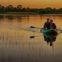 Двое в лодке, не считая заката... :: марк